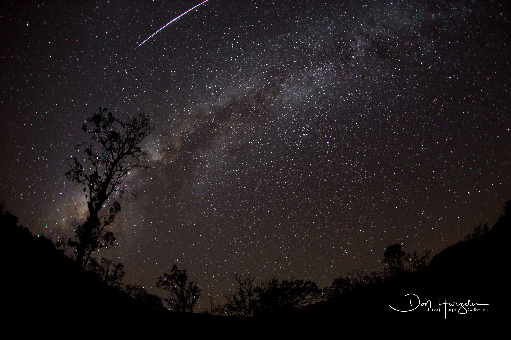 Four meteors, one satellite, two vents of the volcano and the Milky Way.